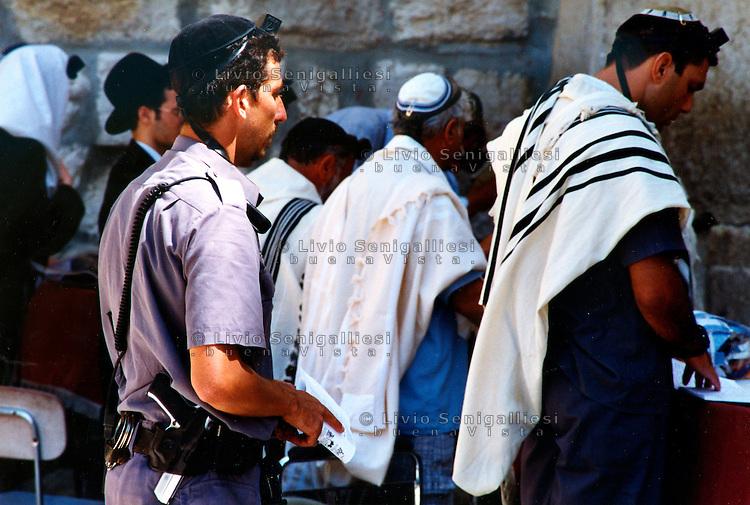 Gerusalemme / Israele.Ebrei in preghiera al Muro del pianto..Foto Livio Senigalliesi..Jerusalem / Israel.Jews pray at the Wailing wall..Photo Livio Senigalliesi