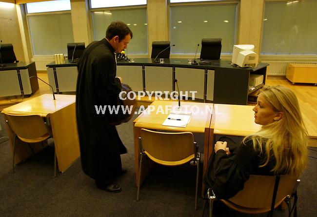 zutphen 170103 in afwachting van rechters en verdachte Mike J. bereiden zijn advocaten zich voor.<br />foto frans ypma APA-foto