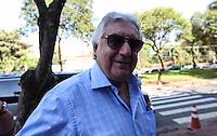 ATENCAO EDITOR FOTO EMBARGADA PARA VEICULO INTERNACIONAL - SAO PAULO, SP, 27 OUTUBRO 2012 - ELEICOES SP - JOSE SERRA - Vice governador Guilherme Afif e visto no Colegio Santa Cruz na regiao oeste da capital paulista neste domingo. FOTO: VANESSA CARVALHO - BRAZIL PHOTO PRESS.