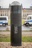 """Die Kuenstlergruppe """"Zentrum fuer politische Schoenheit"""", ZPS, hat zu Samstag den 7. Dezember 2019 ihre im Berliner Regierungsviertel errichtete Gedenkstaette umkonzipiert und wiedereroeffnet. Die umstrittene Saeule zwischen Reichstag und Kanzleramt soll jetzt eine """"Schwurstaettegegen den Verrat an der Demokratie"""" sein. Auf der Saeule prangt in Deutsch und Englisch der antike Schwurspruch zum Staatsschutzgesetz von 410/409 v. Chr.: """"Ich schwoere Tod durch Wort und Tat, Wahl und eigne Hand – wenn ich kann – jedem, der die Demokratie zerstoert.""""<br /> Das ZPS war in den Tagen zuvor massiv in die Kritik geraten, weil sie behaupteten, in der Saeule waere die Asche von Opfern des Nationalsozialismus und des Holocaust eingearbeitet worden. Dies hatte zu Protesten wegen Respektlosigkeit gegenueber der Ermordeten und Stoerung der Totenruhe, u.a. von juedischen Organisationen, gefuehrt. Der umstrittene Teil in der Saeule wurde nun mit einer schwarzen Banderole verdeckt.<br /> In einer Pressemitteilung behauptet das Zentrum, dass der Sockel in der Nacht zum 7.12. mit Beton ausgegossen worden sein soll.<br /> 7.12.2019, Berlin<br /> Copyright: Christian-Ditsch.de<br /> [Inhaltsveraendernde Manipulation des Fotos nur nach ausdruecklicher Genehmigung des Fotografen. Vereinbarungen ueber Abtretung von Persoenlichkeitsrechten/Model Release der abgebildeten Person/Personen liegen nicht vor. NO MODEL RELEASE! Nur fuer Redaktionelle Zwecke. Don't publish without copyright Christian-Ditsch.de, Veroeffentlichung nur mit Fotografennennung, sowie gegen Honorar, MwSt. und Beleg. Konto: I N G - D i B a, IBAN DE58500105175400192269, BIC INGDDEFFXXX, Kontakt: post@christian-ditsch.de<br /> Bei der Bearbeitung der Dateiinformationen darf die Urheberkennzeichnung in den EXIF- und  IPTC-Daten nicht entfernt werden, diese sind in digitalen Medien nach §95c UrhG rechtlich geschuetzt. Der Urhebervermerk wird gemaess §13 UrhG verlangt.]"""