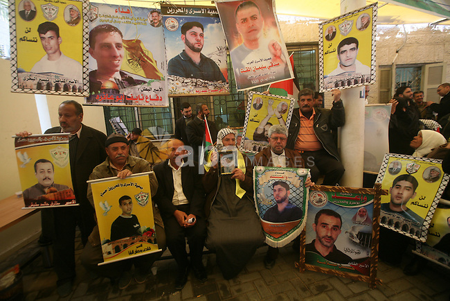 Palestinians gather during a protest at the Red Cross' offices in Gaza City to call for the release of Palestinian prisoners held in Israeli jails, on Feb. 27, 2012. Photo by Ashraf Amra