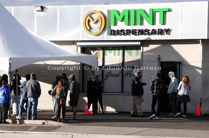 Arizona shops begin selling recreational marijuana