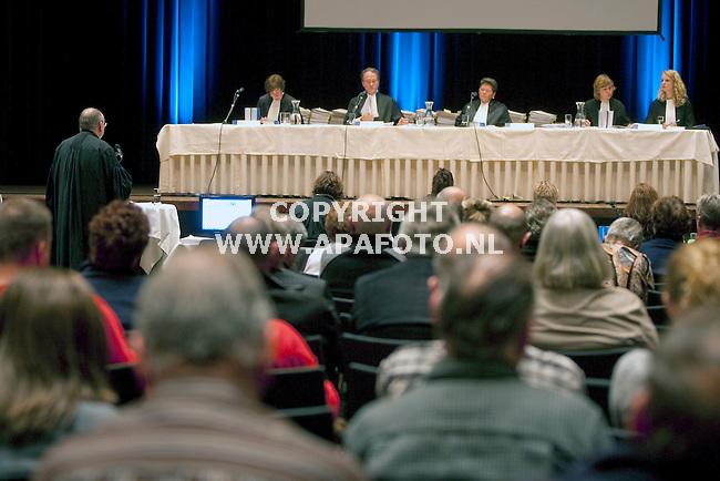Zutphen 261010 advocaat aan het woord in de Exactazaak in theater de Hanzehof .<br /> <br /> Foto Frans Ypma APA-foto