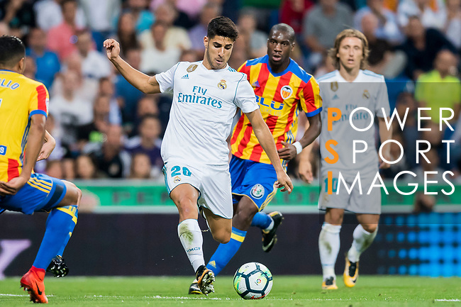 Marco Asensio Willemsen (l) of Real Madrid is followed by Geoffrey Kondogbia of Valencia CF during their La Liga 2017-18 match between Real Madrid and Valencia CF at the Estadio Santiago Bernabeu on 27 August 2017 in Madrid, Spain. Photo by Diego Gonzalez / Power Sport Images