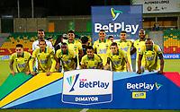 BUCARAMANGA-COLOMBIA, 15–10-2020: Jugadores de Atletico Bucaramanga posan para una foto antes de partido entre Atletico Bucaramanga y Deportivo Pereira, de la fecha 14 por la Liga BetPlay DIMAYOR 2020, jugado en el estadio Alfonso Lopez de la ciudad de Bucaramanga. / Players of Atletico Bucaramanga pose for a photo prior a match between Atletico Bucaramanga and Deportivo Pereira, of the 14th date for the BetPlay DIMAYOR Legauje 2020 at the Alfonso Lopez stadium in Bucaramanga city. / Photo: VizzorImage / Jaime Moreno / Cont.