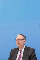 Dr. Georg Thiel, Praesident des Statistischen Bundesamtes und Bundeswahlleiter stellte am Dienstag den 16. April 2019 in Berlin seinen Bericht zur Europawahl am 26. Mai 2019 vor. Er rief alle Buergerinnen und Buerger auf, an der Europawahl teilzunehmen und betonte die besondere Bedeutung der Europawahl fuer die Einflussnahme Menschen auf politische Entscheidungen in der Europaeischen Union. <br /> 16.4.2019, Berlin<br /> Copyright: Christian-Ditsch.de<br /> [Inhaltsveraendernde Manipulation des Fotos nur nach ausdruecklicher Genehmigung des Fotografen. Vereinbarungen ueber Abtretung von Persoenlichkeitsrechten/Model Release der abgebildeten Person/Personen liegen nicht vor. NO MODEL RELEASE! Nur fuer Redaktionelle Zwecke. Don't publish without copyright Christian-Ditsch.de, Veroeffentlichung nur mit Fotografennennung, sowie gegen Honorar, MwSt. und Beleg. Konto: I N G - D i B a, IBAN DE58500105175400192269, BIC INGDDEFFXXX, Kontakt: post@christian-ditsch.de<br /> Bei der Bearbeitung der Dateiinformationen darf die Urheberkennzeichnung in den EXIF- und  IPTC-Daten nicht entfernt werden, diese sind in digitalen Medien nach §95c UrhG rechtlich geschuetzt. Der Urhebervermerk wird gemaess §13 UrhG verlangt.]