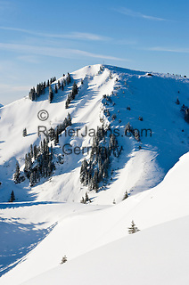Germany, Bavaria, Upper Bavaria, Tegernseer Valley, view from Wallberg mountain at Setzberg mountain (1.712 m) with summit cross, above Tegernseer Valley