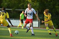 SCT MENEN - KV KORTRIJK Beloften : oefenmatch<br /> Lucas Maus (L) draait weg bij Oscar Van Mol (R)<br /> <br /> Foto VDB / Bart Vandenbroucke