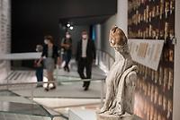 """Wiedereroeffnung des Juedischen Muesum in Berlin.<br /> Im Bild: Die Skulptur """"Die Herzensfreundschaft"""" von Etienne-Maurice Falconet (1765), welche im Auftrag von Hermann Goering geraubt wurde. Sie wurde erst 1990 wiedergefunden.<br /> 18.8.2020, Berlin<br /> Copyright: Christian-Ditsch.de<br /> NUR FUER REDAKTIONELLE ZWECKE! Werbung nur auf Anfrage beim Fotografen. [Inhaltsveraendernde Manipulation des Fotos nur nach ausdruecklicher Genehmigung des Fotografen. Vereinbarungen ueber Abtretung von Persoenlichkeitsrechten/Model Release der abgebildeten Person/Personen liegen nicht vor. NO MODEL RELEASE! Don't publish without copyright Christian-Ditsch.de, Veroeffentlichung nur mit Fotografennennung, sowie gegen Honorar, MwSt. und Beleg. Konto: I N G - D i B a, IBAN DE58500105175400192269, BIC INGDDEFFXXX, Kontakt: post@christian-ditsch.de<br /> Bei der Bearbeitung der Dateiinformationen darf die Urheberkennzeichnung in den EXIF- und  IPTC-Daten nicht entfernt werden, diese sind in digitalen Medien nach §95c UrhG rechtlich geschuetzt. Der Urhebervermerk wird gemaess §13 UrhG verlangt.]"""
