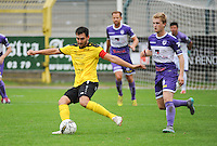 Sporting West Harelbeke - SCT Menen :<br /> Swiftnick Verbrugghe (L) ontzet voor de aankomende Viktor Notebaert (R)<br /> <br /> Foto VDB / Bart Vandenbroucke