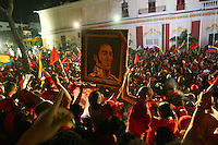Venezuela: Caracas,07/10/12 .Supporters of president of Venezuela Hugo Chavez, celebrated in Miraflores Palace and Avenue Urdaneta in Caracas after  Chavez claimed victory in the presidential election  with 54.42% of the vote for the period 2013 to 2019, reveals the first bulletin issued by the Supreme Electoral Council with 90% while Henrique Capriles obtained 44.97%% of the votes..Gustavo Bandres/Archivolatino