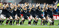Photo: Richard Lane/Richard Lane Photography. England v New Zealand. QBE Autumn Internationals. 01/12/2012. New Zealand haka.