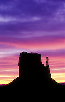 USA, Arizona, Monument Valley Navajo Tribal Park, sunrise over Monument Valley