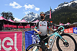 Simon Yates (GBR) Team BikeExchange at sign on before the start of Stage 17 of the 2021 Giro d'Italia, running 193km from Canazei to Sega Di Ala, Italy. 26th May 2021.  <br /> Picture: LaPresse/Gian Mattia D'Alberto   Cyclefile<br /> <br /> All photos usage must carry mandatory copyright credit (© Cyclefile   LaPresse/Gian Mattia D'Alberto)