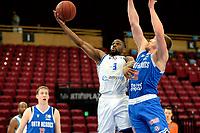 03-04-2021: Basketbal: Donar Groningen v Heroes Den Bosch: Groningen Donar speler Jarred Ogungbemi-Jackson in duel onder de basket met Den Bosch speler Dominic Gilbert