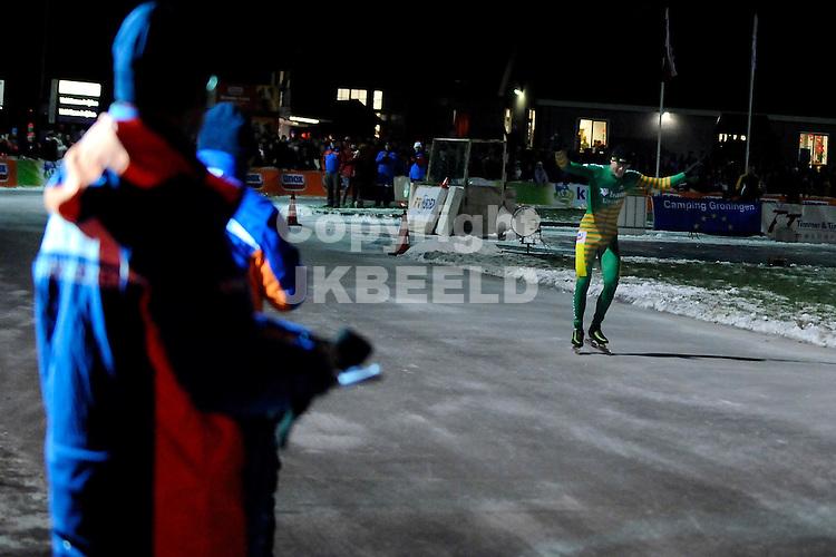 schaatsen eerste natuurijsmarathon noordlaren dames en heren 29-11-2010 bob de vries wint eerste marathon in noordlaren