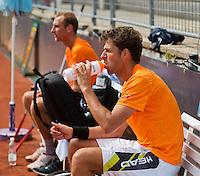 Austria, Kitzbuhel, Juli 14, 2015, Tennis, Davis Cup, Training Dutch team, Robin Haase during a break with in the background Thiemo de Bakker<br /> Photo: Tennisimages/Henk Koster
