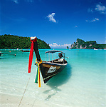 Thailand, Krabi Province, Andaman Coast, Ko Phi Phi Island, Phi Phi Don: Longtail boat | Thailand, Provinz Krabi, Andamanen Kueste, Ko Phi Phi Insel, Phi Phi Don: Longtail Boot