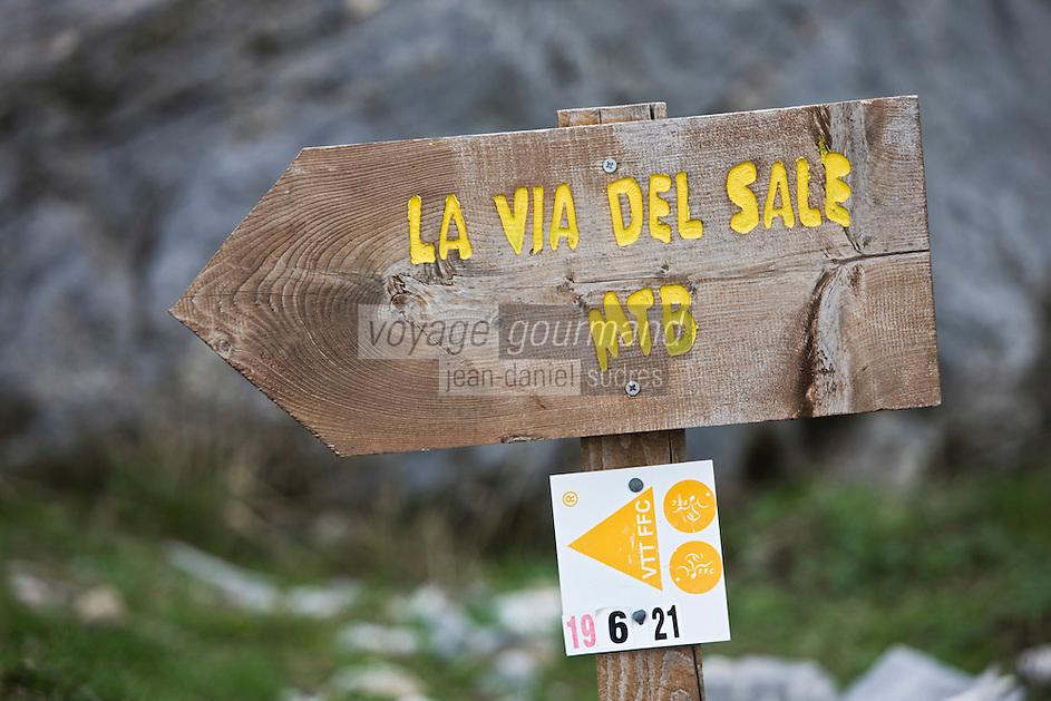 Europe/France/Provence-Alpes-Côtes d'Azur/06/Alpes-Maritimes/Alpes-Maritimes/Arrière Pays Niçois/Tende: Panneau italien signalant la route du sel au Col de Tende