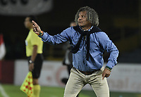 BOGOTÁ - COLOMBIA, 14-11-2018: Alberto Gamero, técnico del Tolima, gesticula durante el encuentro entre Independiente Santa Fe y Deportes Tolima por los cuartos de final, ida, de la Liga Águila II 2018 jugado en el estadio Nemesio Camacho El Campin de la ciudad de Bogotá. / Alberto Gamero, coach of Tolima, gestures during match between Independiente Santa Fe and Deportes Tolima for the first leg quarter finals of the Aguila League II 2018 played at the Nemesio Camacho El Campin Stadium in Bogota city. Photo: VizzorImage / Gabriel Aponte / Staff