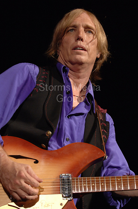 WEST PALM BEACH, FL - JUNE 08: Tom Petty & The heartbreakers in concert at the Sound Advice Amphitheater in West Palm Beach on June 8, 2005 in West Palm Beach, Florida<br /> <br /> <br /> People:  Tom Petty