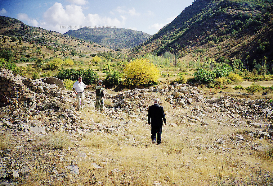 Irak 2000.Les ruines de Sharanesh, village chretien, rasé par l'armée irakienne.  Iraq 2000. In the ruins of Sharanesh, a christian village, destroyed by the Iraqi army