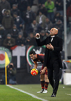 Roma's coach Luciano Spalletti gives indications to his players during the Italian Serie A football match between Juventus and Roma at Juventus Stadium.