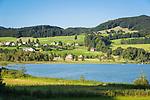 Austria, Upper Austria, Salzkammergut, Oberhofen am Irrsee, district Laiter: Lake Irrsee also named Zeller Lake is the warmest lake of the Salzkammergut | Oesterreich, Oberoesterreich, Salzkammergut, Oberhofen am Irrsee, Ortsteil Laiter: der Irrsee, auch Zeller See genannt, der waermste See des Salzkammerguts