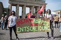 """Mehrere hundert Menschen protestierten am Samstag den 19. September 2020 in Berlin vor dem Brandenburger Tor mit einer Kundgebung unter dem Titel """"LEBEN-LIEBEN- SELBSTBESTIMMT"""" gegen einen Aufmarsch von religioesen Abtreibungsgegnern.<br /> Sie forderten die Abschaffung der Paragraphen 218, 219 und 219a und hielten Schilder mit Parolen wie """"My Body - My Choice"""" (engl. Mein Koerper - Meine Entscheidung).<br /> Gegen den Aufmarsch der religioesen Fundamelntalisten fand Protest an mehreren Stellen entlang der Demonstrationsroute statt.<br /> 19.9.2020, Berlin<br /> Copyright: Christian-Ditsch.de"""