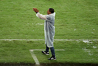 PEREIRA - COLOMBIA, 29-04-2021: Alexis Garcia, tecnico de La Equidad (COL), durante partido entre La Equidad (COL) y Aragua F. C. (VEN) por la Copa CONMEBOL Sudamericana 2021 en el Estadio Hernan Ramirez Villegas de la ciudad de Pereira. / Alexis Garcia, coach of La Equidad (COL), during a match beween La Equidad (COL) and Aragua F. C. (VEN) for the CONMEBOL Sudamericana Cup 2021 at the Hernan Ramirez Villegas Stadium, in Pereira city.  Photo: VizzorImage / Pablo Bohorquez / Cont.