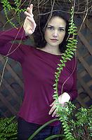 PICO VAN HOUTRYVE/Examiner 3/26/01 ex files:.Actress Carla Gugino was found in the garden behind Postrio, a restaurant in San Francisco's theater district, Monday, March 26, 2001.