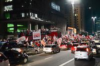 ATENCAO EDITOR: FOTO EMBARGADA PARA VEICULOS INTERNACIONAIS. SAO PAULO, 25 DE OUTUBRO DE 2012 - ELEICOES 2012 HADDAD - Comemoracao na Avenida Paulista, pela vitoria de Frenando Haddad, interdita via sentido Consolacao e duas pistas da via sentido Paraiso. Apos pronunciamento no Hotel Intercontinetal Fernando Hadadd comemorou em cima de trio eletrico na Avenida Paulista na noite dest domingo, 28 . FOTO: ALEXANDRE MOREIRA - BRAZIL PHOTO PRESS
