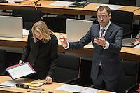 79. Plenarsitzung des Berliner Abgeordnetenhaus der laufenden Legislaturperiode am Donnerstag den 14. April 2016.<br /> Im Bild vlnr.: Cornelia Yzer (CDU), Senatorin fuer Wirtschaft, Technologie und Forschung. Sie will nach der Abgeordnetenhauswahl im September 2016 nicht mehr als Senatorin arbeiten und will zurück in doe Privatwirtschaft.<br /> Mario Czaja (CDU), Senator fuer Gesundheit und Soziales.<br /> 14.4.2016, Berlin<br /> Copyright: Christian-Ditsch.de<br /> [Inhaltsveraendernde Manipulation des Fotos nur nach ausdruecklicher Genehmigung des Fotografen. Vereinbarungen ueber Abtretung von Persoenlichkeitsrechten/Model Release der abgebildeten Person/Personen liegen nicht vor. NO MODEL RELEASE! Nur fuer Redaktionelle Zwecke. Don't publish without copyright Christian-Ditsch.de, Veroeffentlichung nur mit Fotografennennung, sowie gegen Honorar, MwSt. und Beleg. Konto: I N G - D i B a, IBAN DE58500105175400192269, BIC INGDDEFFXXX, Kontakt: post@christian-ditsch.de<br /> Bei der Bearbeitung der Dateiinformationen darf die Urheberkennzeichnung in den EXIF- und  IPTC-Daten nicht entfernt werden, diese sind in digitalen Medien nach §95c UrhG rechtlich geschuetzt. Der Urhebervermerk wird gemaess §13 UrhG verlangt.]