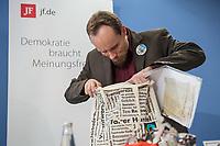 """Der deutsche Journalist Billy Six (im Bild) stellte sich am Dienstag den 19. Maerz 2019 in Berlin, nach vier Monaten Haft in Venezuela, den Fragen der Presse.<br /> Six ist freier Mitarbeiter der rechten Publikation """"Junge Freiheit"""". Fuer seine Freilassung hatten sich hauptsaechlich Mitglieder der rechten Partei """"Alternative fuer Deutschland"""" (AfD) eingesetzt.<br /> Im Bild: Billy Six sortiert seine Texte und Mitbrinsel aus Venezuela.<br /> 19.3.2019, Berlin<br /> Copyright: Christian-Ditsch.de<br /> [Inhaltsveraendernde Manipulation des Fotos nur nach ausdruecklicher Genehmigung des Fotografen. Vereinbarungen ueber Abtretung von Persoenlichkeitsrechten/Model Release der abgebildeten Person/Personen liegen nicht vor. NO MODEL RELEASE! Nur fuer Redaktionelle Zwecke. Don't publish without copyright Christian-Ditsch.de, Veroeffentlichung nur mit Fotografennennung, sowie gegen Honorar, MwSt. und Beleg. Konto: I N G - D i B a, IBAN DE58500105175400192269, BIC INGDDEFFXXX, Kontakt: post@christian-ditsch.de<br /> Bei der Bearbeitung der Dateiinformationen darf die Urheberkennzeichnung in den EXIF- und  IPTC-Daten nicht entfernt werden, diese sind in digitalen Medien nach §95c UrhG rechtlich geschuetzt. Der Urhebervermerk wird gemaess §13 UrhG verlangt.]"""