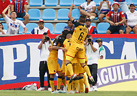 SANTA MARTA- COLOMBIA, 03-08-2019: German Cano jugador del Independiente Medellín celebra después de anotar un gol Al Unión Magdalena durante partido por fecha 4 de la Liga Águila II 2019 jugado en el estadio Sierra Nevada de la ciudad de Santa Marta. /German Cano player of Independente Medellin celebrates after scoring a goal agaisnt of Union Magdalena during match for the date 4 as part of the  Aguila League  II 2019 played at the Sierra Nevada Stadium in Santa Marta  city. Photo: VizzorImage / Gustavo Pacheco / Contribuidor