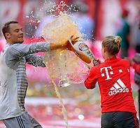 12.05.2018, Football 1. Bundesliga 2017/2018, 34.  match day, FC Bayern Muenchen - VfB Stuttgart, in Allianz-Arena Muenchen. Meisterfeier:  li: goalkeeper Manuel Neuer (FC Bayern Muenchen) bekommt of  Teammanagerin Kathleen Krueger (re, Bayern) eine Ladung Weissbier ab. *** Local Caption *** © pixathlon<br /> <br /> +++ NED + SUI out !!! +++<br /> Contact: +49-40-22 63 02 60 , info@pixathlon.de