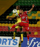 BUCARAMANGA - COLOMBIA, 05–04-2021: Elvis Mosquera de Atletico Bucaramanga y Michael Ordoñez de Patriotas Boyaca F.C. disputan el balon durante partido entre Atletico Bucaramanga y Patriotas Boyaca F.C. de la fecha 17 por la Liga BetPlay DIMAYOR I 2021, jugado en el estadio Alfonso Lopez de la ciudad de Bucaramanga. / Elvis Mosquera of Atletico Bucaramanga and Michael Ordoñez of Patriotas Boyaca F.C. vie for the ball during a match between Atletico Bucaramanga and Patriotas Boyaca F.C. of the 17th date for the BetPlay DIMAYOR I 2021 League at the Alfonso Lopez stadium in Bucaramanga city. / Photo: VizzorImage / Jaime Moreno / Cont.