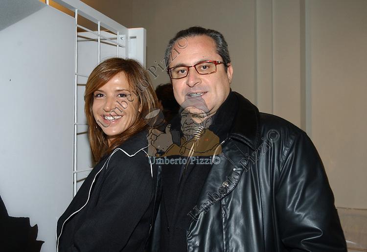 """FLAMINIA ORSINI CON SAVERIO FERRAGINA<br /> VERNISSAGE """"ROMA 2006 10 ARTISTI DELLA GALLERIA FOTOGRAFIA ITALIANA"""" AUDITORIUM DELLA CONCILIAZIONE ROMA 2006"""