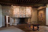 Europe/France/Aquitaine/24/Dordogne/ Villars: Château de Puyguilhem - Cheminée de la Grande Salle