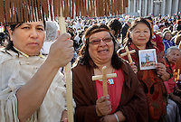 Nativi americani attendono l'inizio della cerimonia di canonizzazione di Kateri Tekakwitha, insieme ad altri sei nuovi santi, in Piazza San Pietro, Citta' del Vaticano, 21 ottobre 2012..Native American Indians gather St. Peter square prior to take part in a canonization ceremony at the Vatican, 21 October 2012. Kateri Tekakwitha, a 17th-century Mohawk Indian who spent most of her life in what is now upstate New York, was declared a saint along with six others in a ceremony attended by the Pope..UPDATE IMAGES PRESS/Riccardo De Luca.NO USA SALES