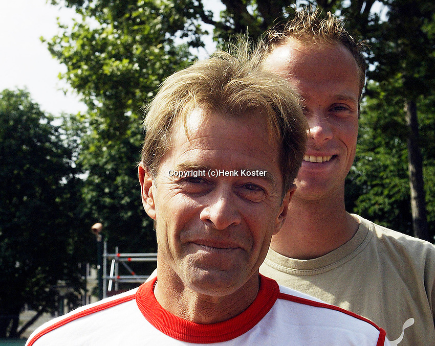 20030605, Paris, Tennis, Roland Garros, Coach Nick Carr with his player martin Verkerk