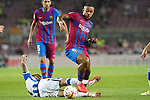 FC Barcelona's Memphis Depay (r) and Real Sociedad's Cristian Portu during La Liga match. August 15, 2021. (ALTERPHOTOS/Acero)