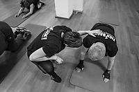 Parkinson e boxe.Il metodo Rock Steady Boxing nasce a Indianapolis nel 2006 per la cura del Parkinson e viene importata in Italia nel 2014 da Tiberio Roda, imprenditore cui viene dignosticata la malattia, seguito in questa sua attività dalla sua comapagna Paola Roncareggi Patkinson e boxe, metodo Rock Steady Boxing