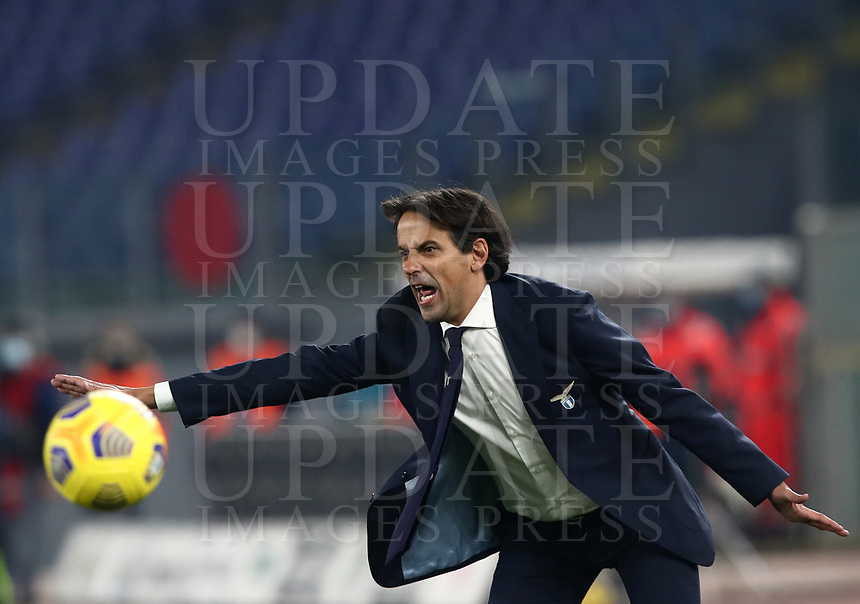 Calcio, Serie A: S.S.Lazio - Napoli, Olympic stadium, Rome, December 20, 2020. <br /> Lazio's coach Simone Inzaghi speaks with his players during the Italian Serie A football match between Lazio and Napoli at the Olympic stadium, on December 20, 2020.<br /> UPDATE IMAGES PRESS/Isabella Bonotto