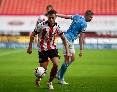 31st October 2020; Bramall Lane, Sheffield, Yorkshire, England; English Premier League Football, Sheffield United versus Manchester City; George Baldock of Sheffield United turns away with the ball from Kevin De Bruyne of Manchester City