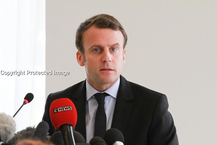 EMMANUEL MACRON EN CONFERENCE DE PRESSE AVEC LES SALARIES DE L'USINE 'WHIRLPOOL'- AMIENS, FRANCE - 26/04/2017
