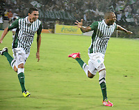 MEDELLÍN -COLOMBIA-17-11-2013. Juan David Valencia (Der.) de Atlético Nacional celebra un gol en contra de Millonarios durante el partido de la final de la Copa Postobón 2013 realizado en el estadio Atanasio Girardot de Medellín./ Juan David Valencia  (R) of Atletico Nacional celebrates a goal against Millonarios during the match of the final of Copa Postobon 2013 played at Atanasio Girardot stadium in Medellin. Photo: VizzorImage/Luis Ríos/STR