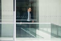 Gesundheitsminister Jens Spahn, CDU, waehrend einer ausserordentlichen Sitzung der Fraktion nachdem es zwischen der CDU und der CSU zum Streit ueber den Umgang mit Fluechtlingen gab. Die Sitzung des Deutschen Bundestag wurde aufgrund dieses Streit auf Antrag der CDU/CSU-Fraktion fuer mehrere Stunden unterbrochen. Die Fraktionen von CDU und CSU tagten getrennt.<br /> 14.6.2018, Berlin<br /> Copyright: Christian-Ditsch.de<br /> [Inhaltsveraendernde Manipulation des Fotos nur nach ausdruecklicher Genehmigung des Fotografen. Vereinbarungen ueber Abtretung von Persoenlichkeitsrechten/Model Release der abgebildeten Person/Personen liegen nicht vor. NO MODEL RELEASE! Nur fuer Redaktionelle Zwecke. Don't publish without copyright Christian-Ditsch.de, Veroeffentlichung nur mit Fotografennennung, sowie gegen Honorar, MwSt. und Beleg. Konto: I N G - D i B a, IBAN DE58500105175400192269, BIC INGDDEFFXXX, Kontakt: post@christian-ditsch.de<br /> Bei der Bearbeitung der Dateiinformationen darf die Urheberkennzeichnung in den EXIF- und  IPTC-Daten nicht entfernt werden, diese sind in digitalen Medien nach ß95c UrhG rechtlich geschuetzt. Der Urhebervermerk wird gemaess ß13 UrhG verlangt.]