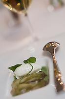 Europe/France/Rhône-Alpes/69/Rhône/Lyon: Huitres d'Isigny avec crème glacée aux herbes et gelée de cresson, recette de Mathieu Viannay  restaurant: Mathieu Viannay