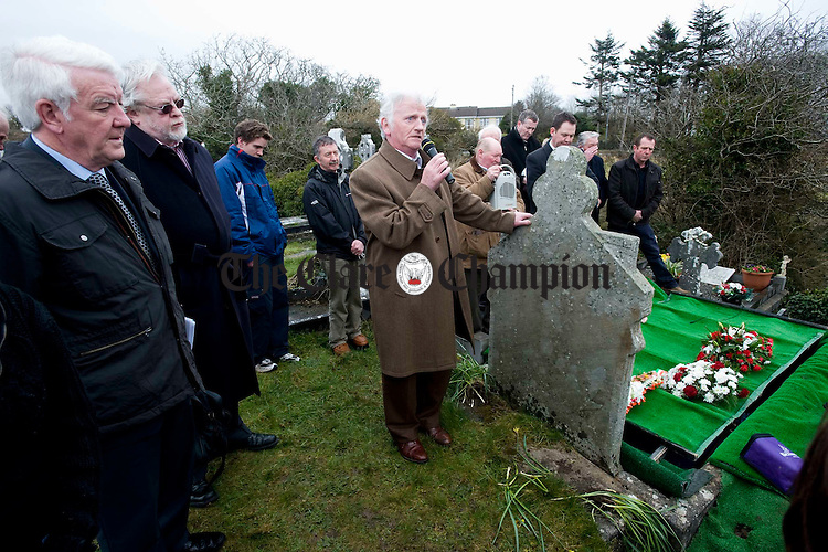 Seamus Mac Mathuna speaking at the graveside of the late Joe Ryan following his burial in Inagh. Photograph by John Kelly.